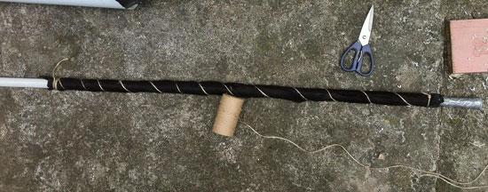 Подготовка поливной трубы для вертикальной грядки